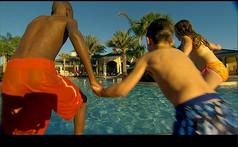 外国小孩跳水视频