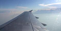 在飞机中看天空视频